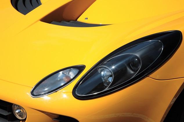 phare voiture jaune