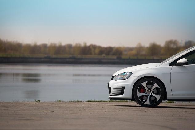 Une Volkswagen blanche